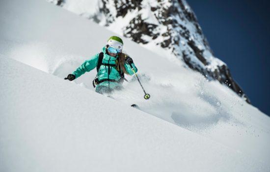Tiefschnee im Stubaital, Skifahrer Stubaital, Freeriden Stubaital