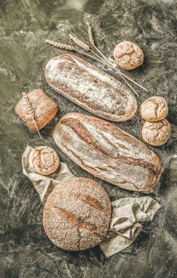 Frühstückem mit frischem Brot im Apartment Oskar Stubai